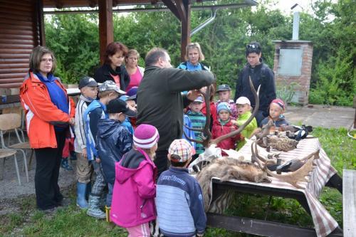 Děti z MŠ na myslivecké chatě